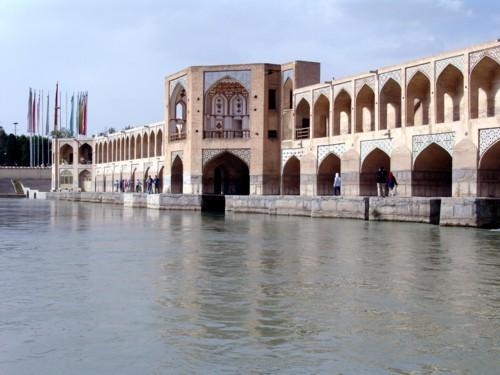 Иранский мост Хаджу