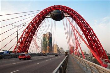 Арочно-вантовый мост, возведенный в районе Серебряного Бора